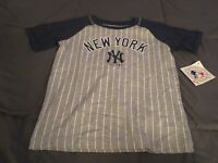 B2  New york yankees t shirt size small 6/6X