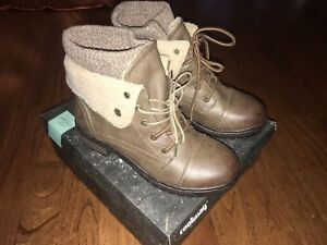 Brand New Women's Ankle Boot with Top Snap Cuff Brown Lace Up Boot Bootie size 8