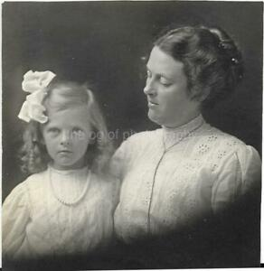 MOTHER + DAUGHTER Vintage FOUND PHOTOGRAPH bw FREE SHIPPING Portrait 99 16 J