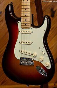 Fender American Deluxe Strat® Plus Mystic 3 Color Sunburst Maple