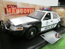 FORD CROWN VICTORIA POLICE INTERCEPTOR 2000 + FIGURINES au 1/18 GREENLIGHT 12911