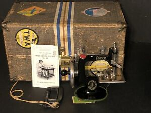 NICE SINGER MODEL No 20 VINTAGE 1920s MINI CHILDS HAND CRANK SEWING MACHINE
