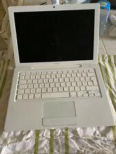 Macbook A1181 fin 2008 C2D 2.4 GHz RAM 4 Go HD 120 Go.