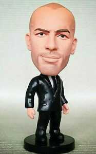 ZINEDINE ZIDANE - REAL MADRID  FOOTBALL FIGURINE EN PVC SUR SOCLE 6,5cm NEUF