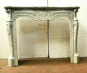 Cheminée de style Louis XV en marbre blanc de Carrare XIX siècle