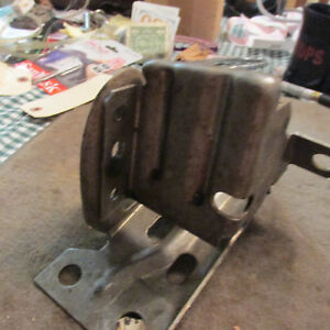 NOS 1980 FORD GRANADA LINCOLN VERSAILLES FRONT BUMPER END BRACKET NEW DRIVERS