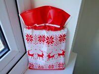6 CHRISTMAS DRAWSTRING LOOT/PARTY/GOODY/SWEET BAGS REINDEER  NEW FREE POSTAGE
