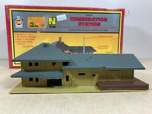 AHM N Scale Combination Station 25501 Model Train Building