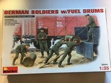 Mini Art  German Soldiers W/Fuel Drums Escala 1/35. Ref.35041