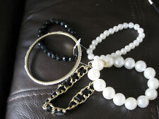 COLLECTION OF WOMEN'S COSTUME JEWELLERY NECKLACES, BRACELETS & EARRINGS