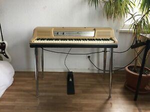 Wurlitzer 200 // Electronic Piano