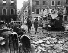 WW2 Photo WWII British Soldier and Bobby Blitzkrieg Damage London 1940  / 1233