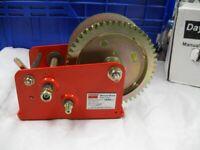 DAYTON 12U371 Hand Winch,Spur Gear,Brake,1200 lb.
