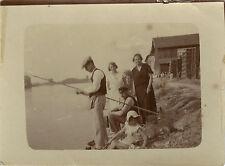 PHOTO ANCIENNE - VINTAGE SNAPSHOT - PÊCHE À LA LIGNE PÊCHEUR FAMILLE - FISHING