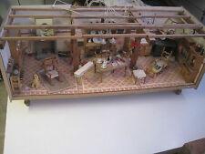 ancienne et rare très grande maison de poupée électrifié
