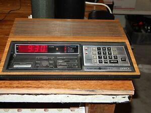 General Electric GE 4880 7-4880A Walnut Programable Alarm Clock Radio works
