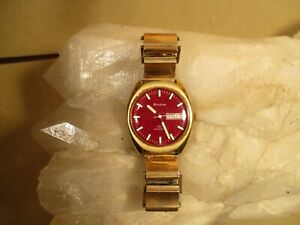 Gorgeous Vintage Men's 1971 Bulova Automatic Watch with Burgundy Dial