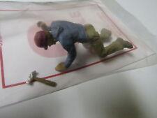 1229 Arttista / Artista O Scale Figure People Painted Carpenter on knees