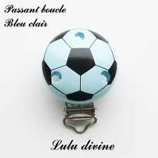 Pince / Clip en bois, attache tétine, passant boucle, Ballon de foot : Bleu clai