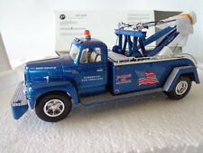 1st GEAR 1957 INTERNATIONAL 1/34 SCALE TOW TRUCK AMERICAN FLAG COMMERCIAL TOWING