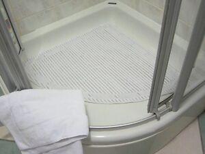 Isagi Antimicrobial - Slip Resistant Quadrant Shower Mat