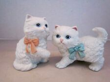 Set of 2 homco white cat kitten figures. Vintage porcelain. Blue eyes bows #1428
