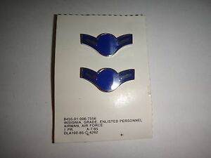 Pair Of US Air Force Enlisted Personnel AIRMAN Metal Badges On Card A-7/85