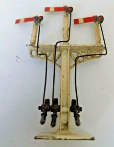 3 ARM SIGNAL WITH DISCOLOURING TO THE PAINT WORK MADE OF METAL BY CRESCENT