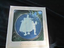 "1981 Norman Rockwell Christmas Cameo Keepsake disc, 2nd in series, ""Carolers"""