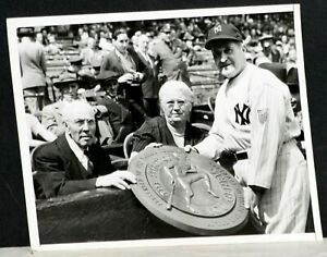 1944 Joe McCarthy, NY Yankees, & Lou Gehrig's Parents, Original Wire Photo 7 x 9