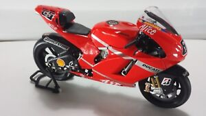 Loris Capirossi. Ducati Desmo16 GP7. Desmosedici MotoGP 2007. Minichamps 1/12