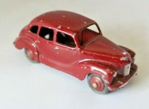 Dinky Toys Ref 40D Austin Devon  (A40) Saloon Car