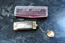 Vintage1970s miniature tiny héros harmonica