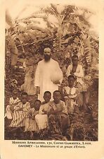 B95147 le missionnaire et un groupe d enfants child  dahomey benin africa types