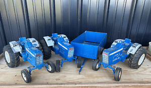 3 Vintage ERTL 1/12 Scale FORD Model 8000 Toy Tractors & 1  Big Blue Wagon