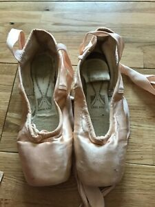 Ballet Shoes, Toe Shoes, Dance pink satin size 5
