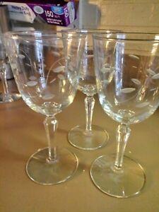 """Vtg .3 Wine Glasses Etched Leaf & Stem Pattern Mid-Century 7"""" Goblets"""
