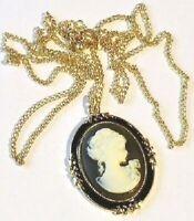 collier pendentif couleur or gravé émail noir camée femme victorienne 3578