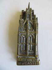 VINTAGE METALLO OTTONE CON BATACCHIO Striker ST Nicholas CATTEDRALE Newcastle Chiesa