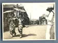 Japon, Dames aux parapluies  Vintage silver print. Tirage argentique d'ép
