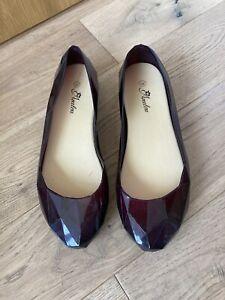 Burgandy Ruby Plastic Jelly Shoes Pumps Size 6 Geometric