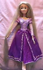 """Disney 17"""" Singing Tangled Rapunzel Lamé Paillettes Extra Long Cheveux Princesse Poupée"""
