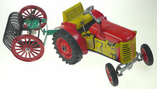 VINTAGE STYLE TRACTOR 1:25 & FARM SET #2 CLOCKWORK TINPLATE 5xGEARS EUROPEAN 380