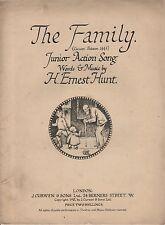 """VINTAGE DI SPARTITI MUSICALI - """"LA FAMIGLIA"""" - Song & Dance per bambini-H. Ernest Hunt"""