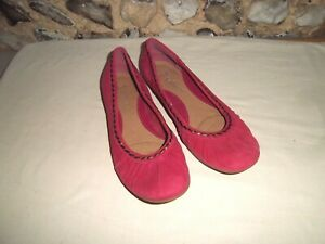 Clarks Softwear pink suede pump style flat shoes size 7 D