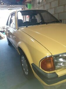 FORD ESCORT MK3 1300 GHIA 1985