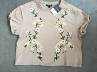 TOP SHOP - BEIGE T.SHIRT WITH FLORAL DESIGN IN PALE PINK,YELLOW & GREEN -10 BNWT