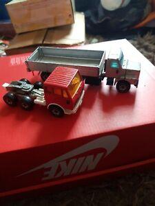 2 Siku Lorries