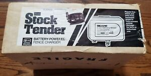 New Vintage Sears & Roebuck Stock Tender Battery Powered Fence Charger 32-22025