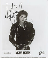 MICHAEL JACKSON SIGNED 10X8 PHOTO, GREAT CLASSIC IMAGE - LOOKS GREAT FRAMED